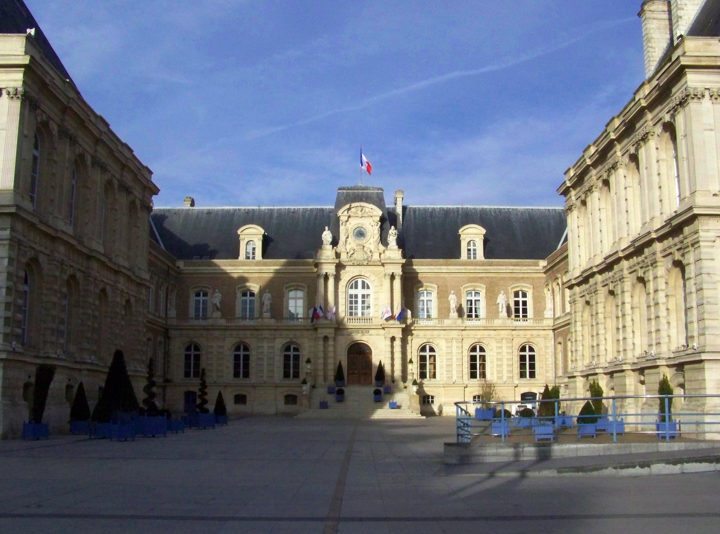 Hotel De Ville Amiens