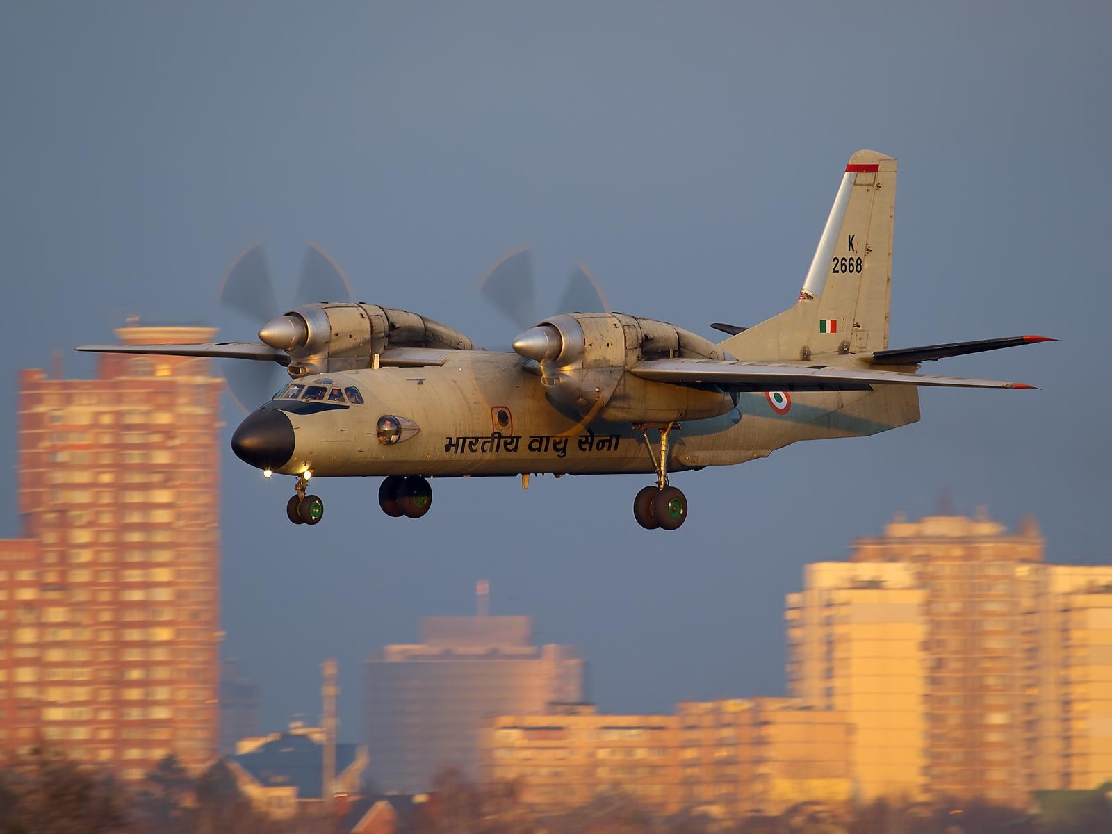 Antonov An-32, India - Air Force AN2080698.jpg