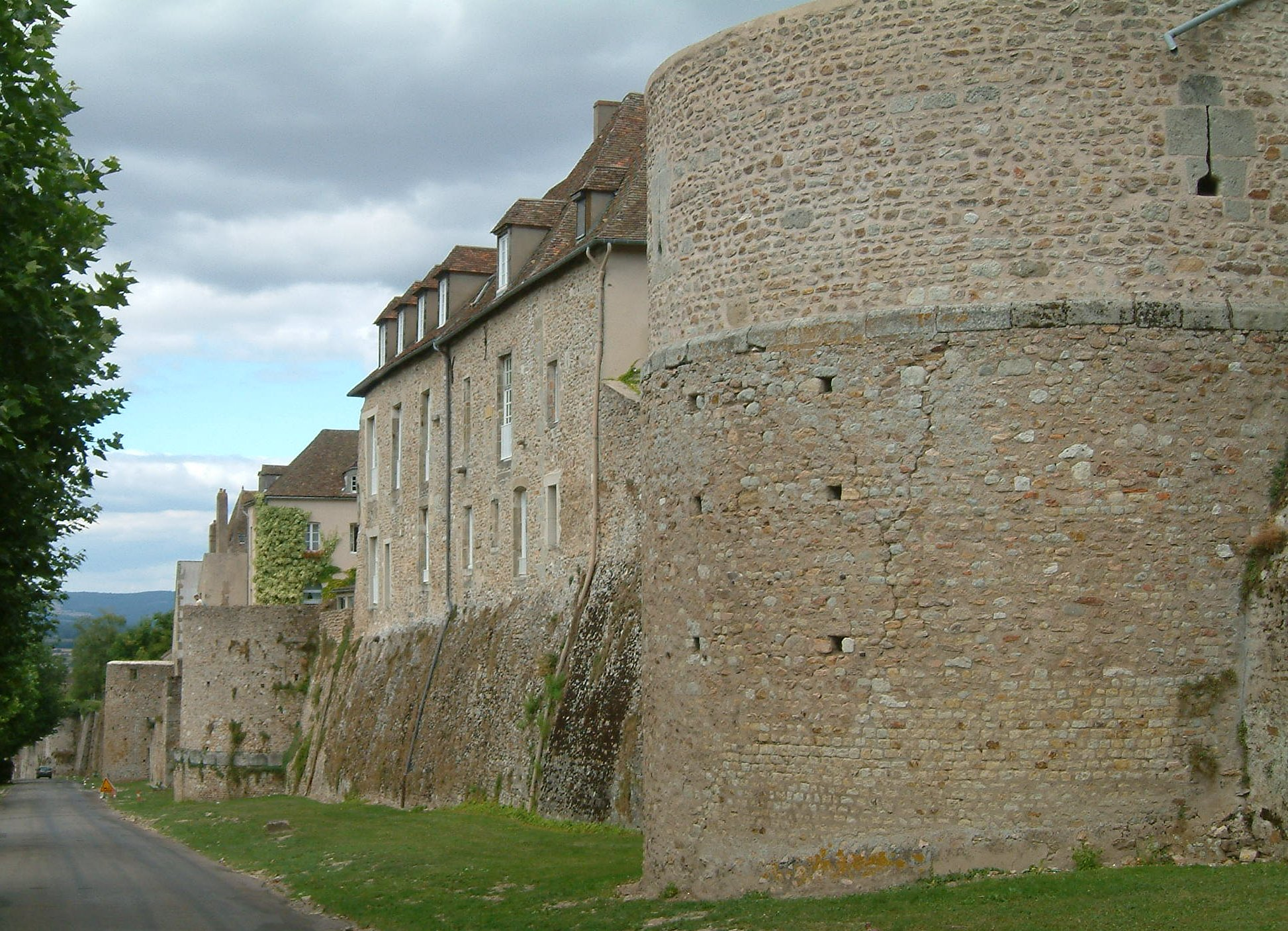 Remparts gallo-romains d'Autun.