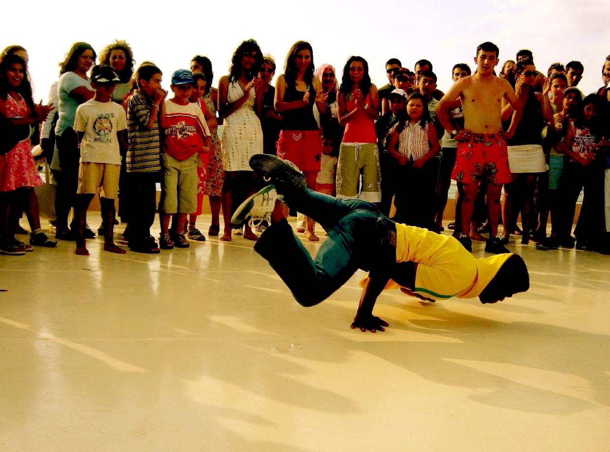 Description B-boy breakdancing.jpg