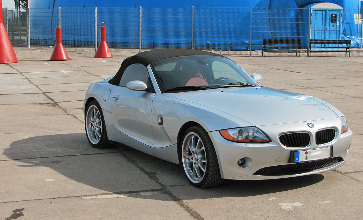 File Bmw Z4 Silver Front Jpg Wikimedia Commons