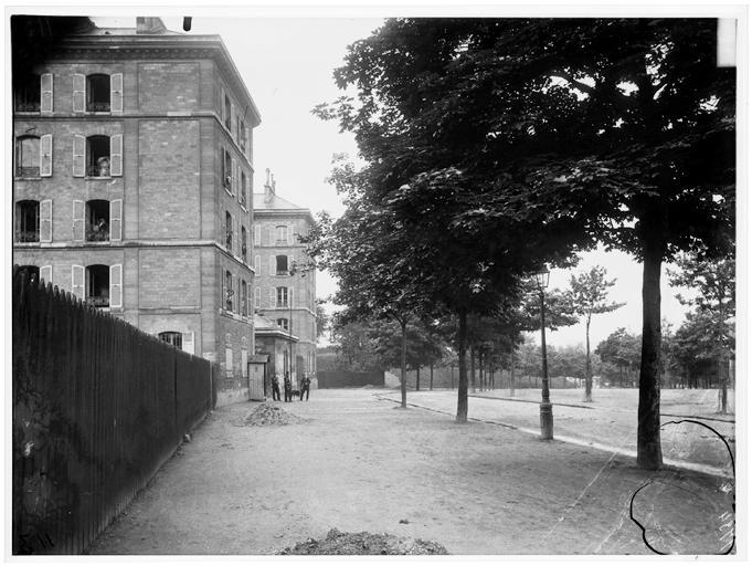 Fichier:Bastion 85 - Vue générale sur rue - Paris 13 - Médiathèque de l'architecture et du patrimoine - APMH00037734.jpg