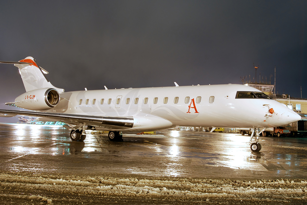 File:Bombardier BD-700-1A10 Global Express LX-GJM ...