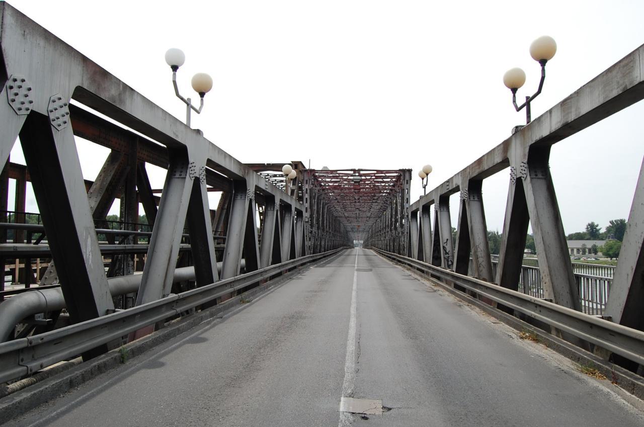 Bratislava Old Bridge (Starý most).jpg