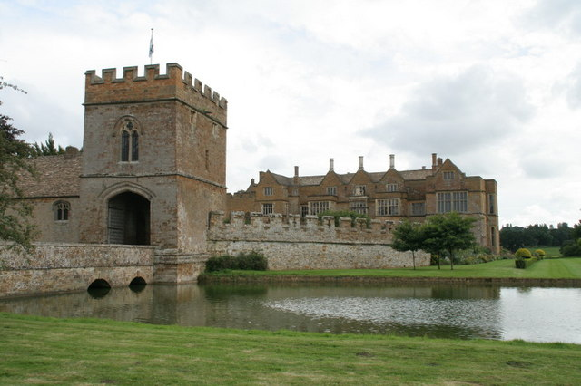 Broughton Castle entrance - geograph.org.uk - 1464252