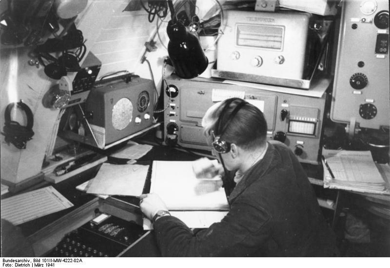 "File:Bundesarchiv Bild 101II-MW-4222-02A, ""Enigma"" auf U ..."