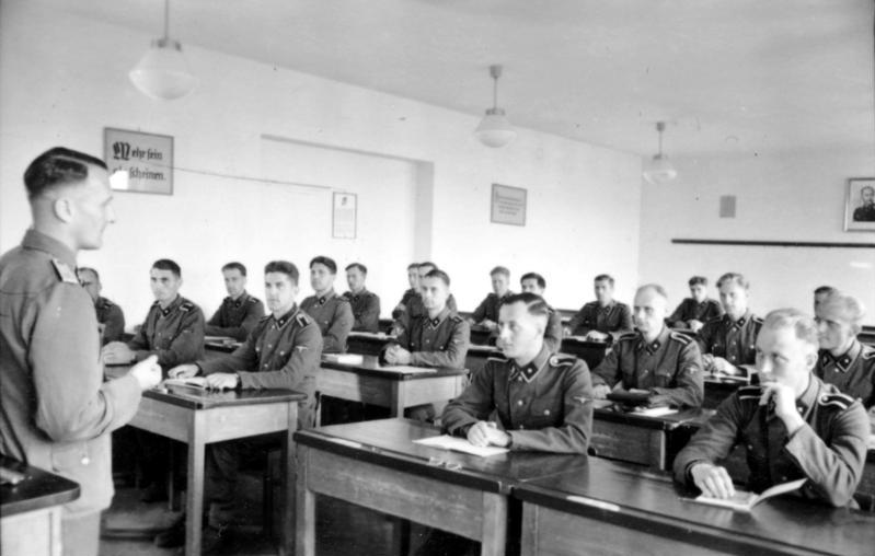File:Bundesarchiv Bild 101III-Junkerschule Toelz-5215, Bad Tölz, SS-Junkerschule.jpg