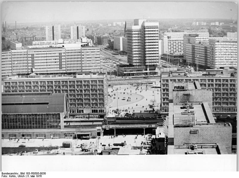 Bundesarchiv Bild 183-R0505-0030, Berlin, Alexanderplatz, Plattenbauten