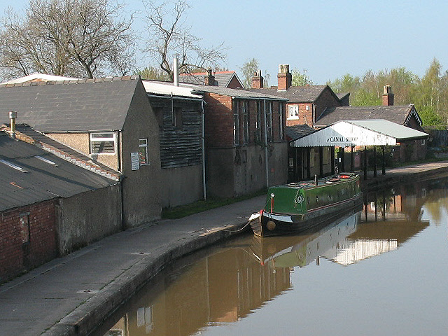 Canal shop, Middlewich - geograph.org.uk - 1266658