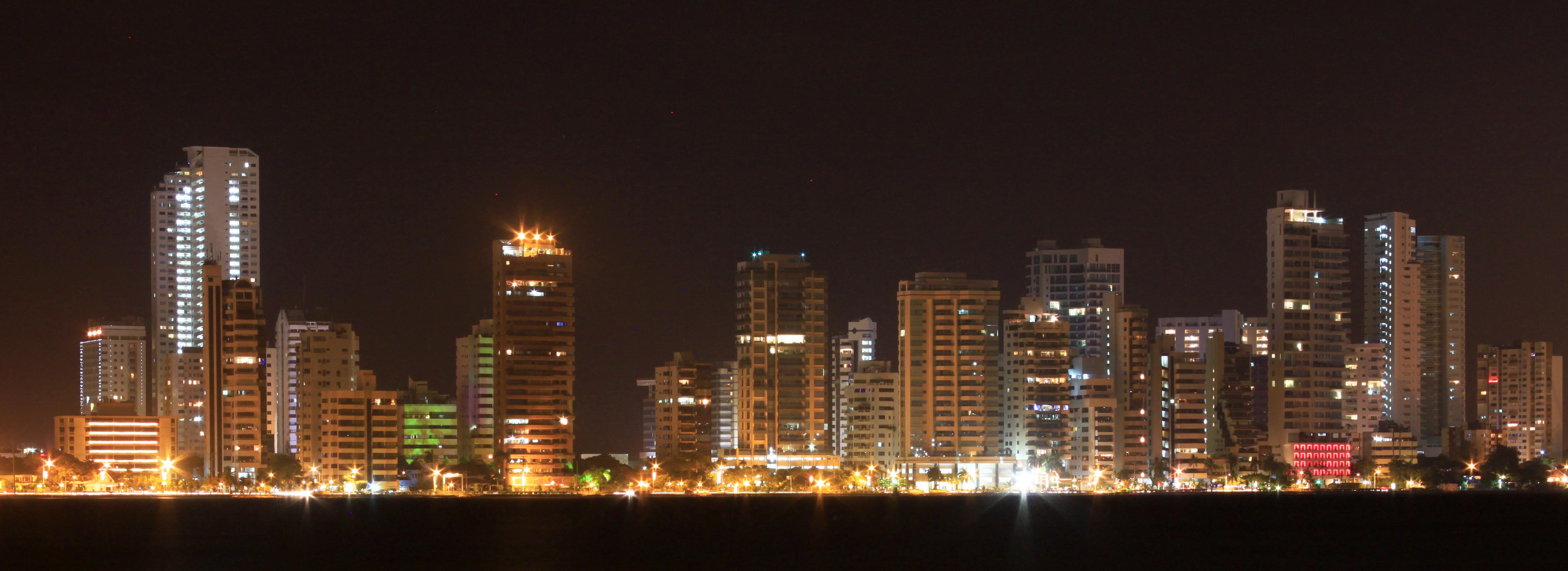 Cartagena,_Colombia_de_noche