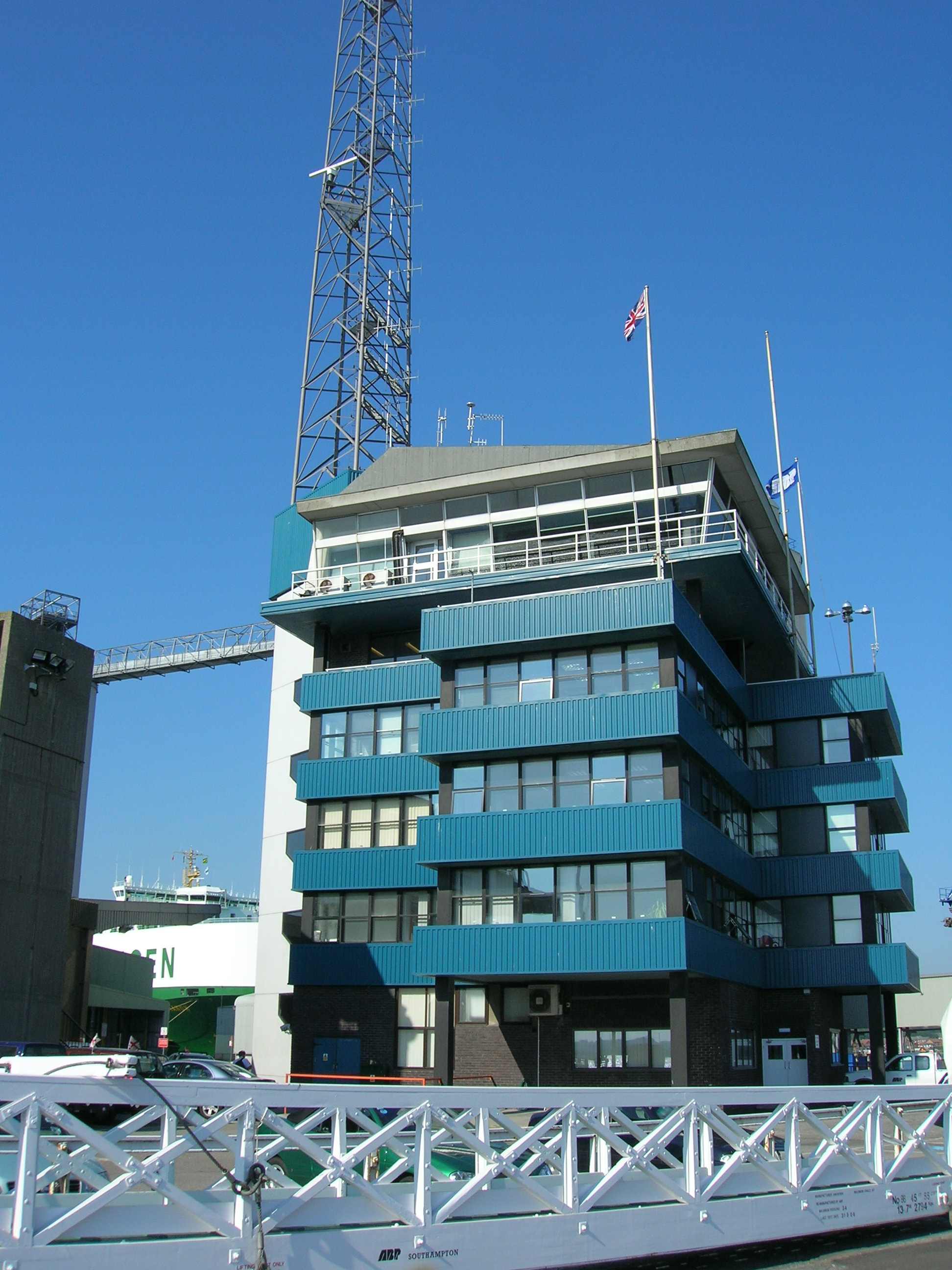 Control tower of Southampton docks.jpg