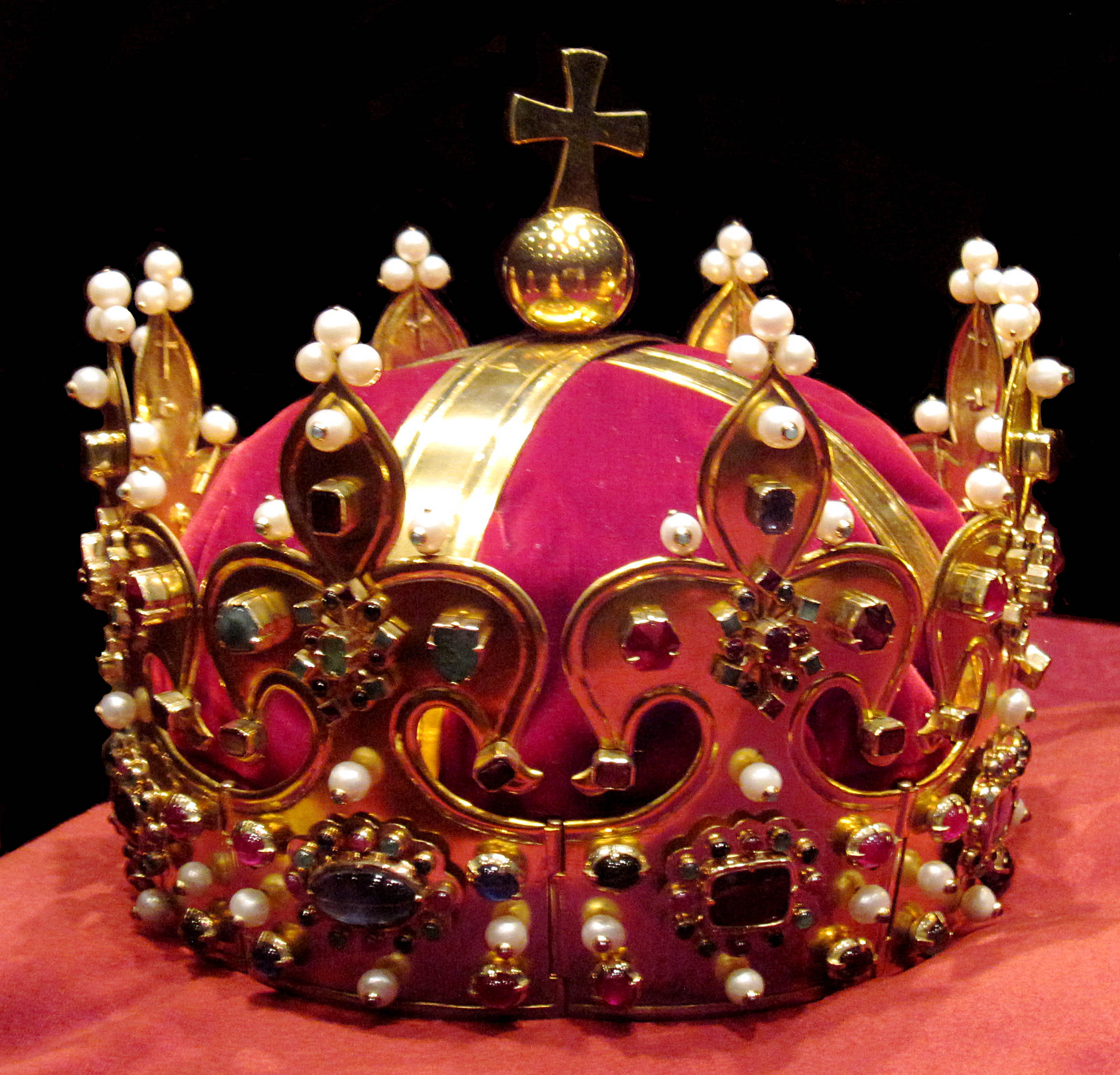 Crown Headgear Wikipedia