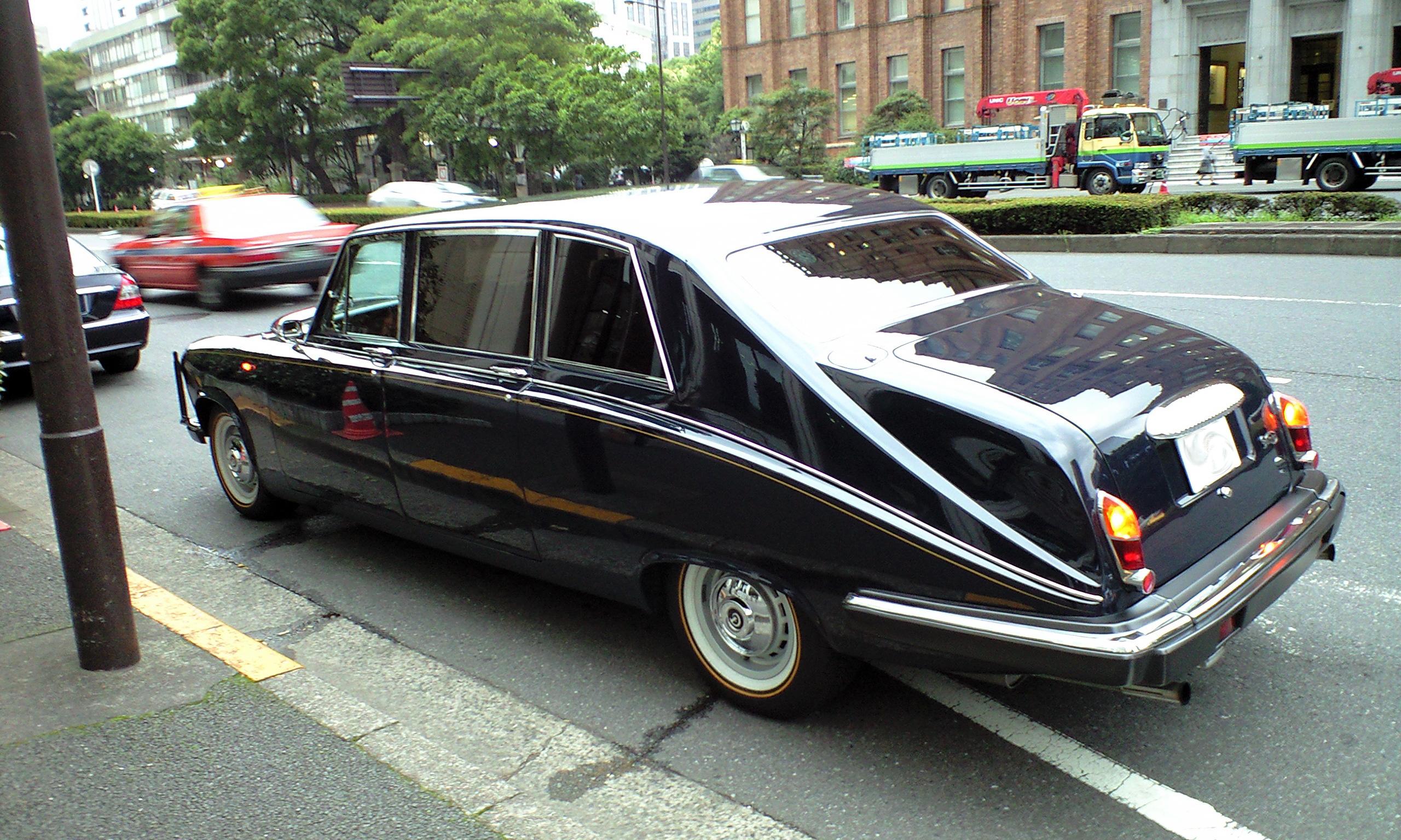Rolls Royce Limo >> File:Daimler DS420 Limousine rear.jpg - Wikimedia Commons