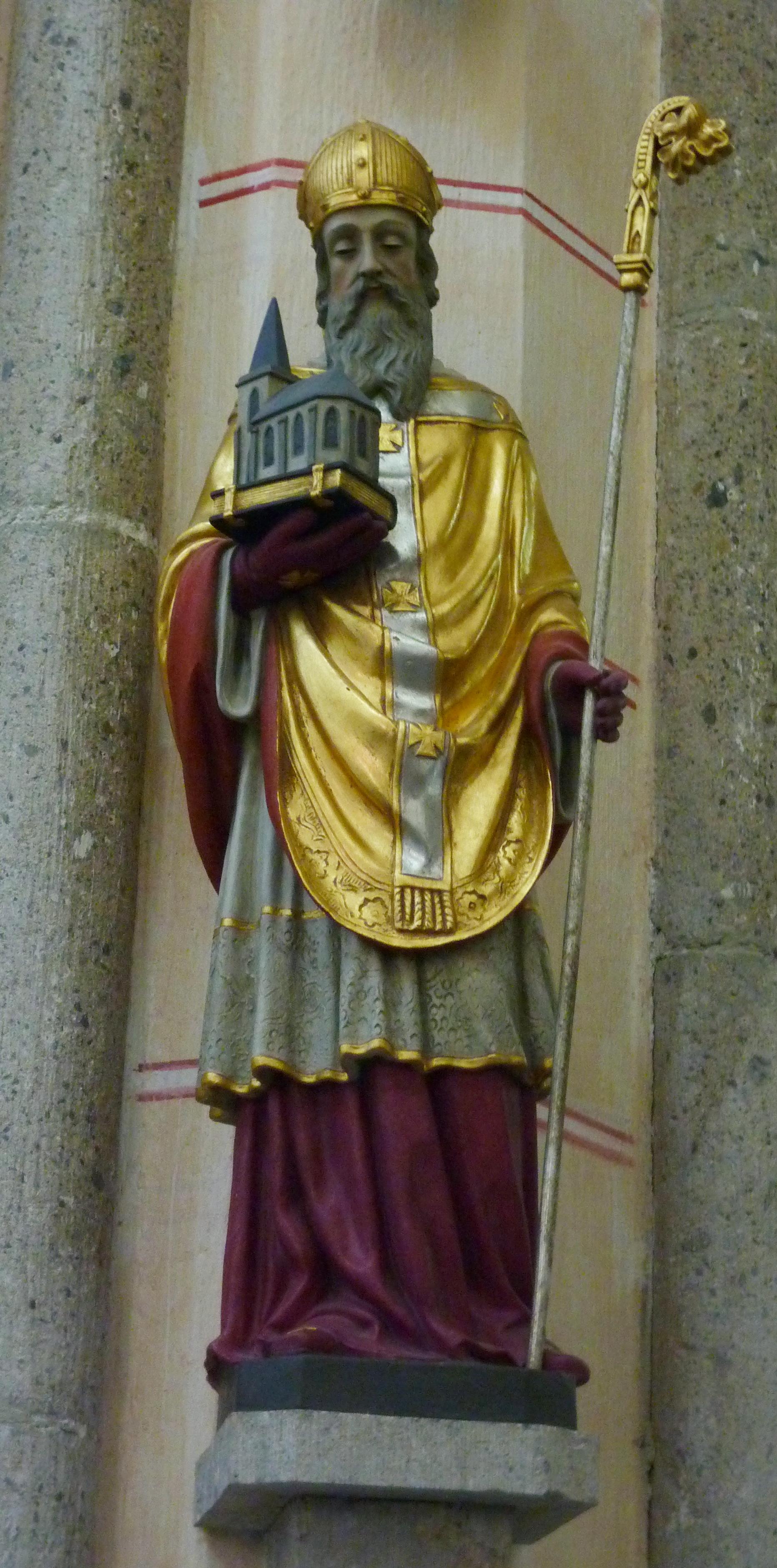 Statue av Maximin av Trier i den katolske sognekirken St. Maximin und Anna i Ettringen