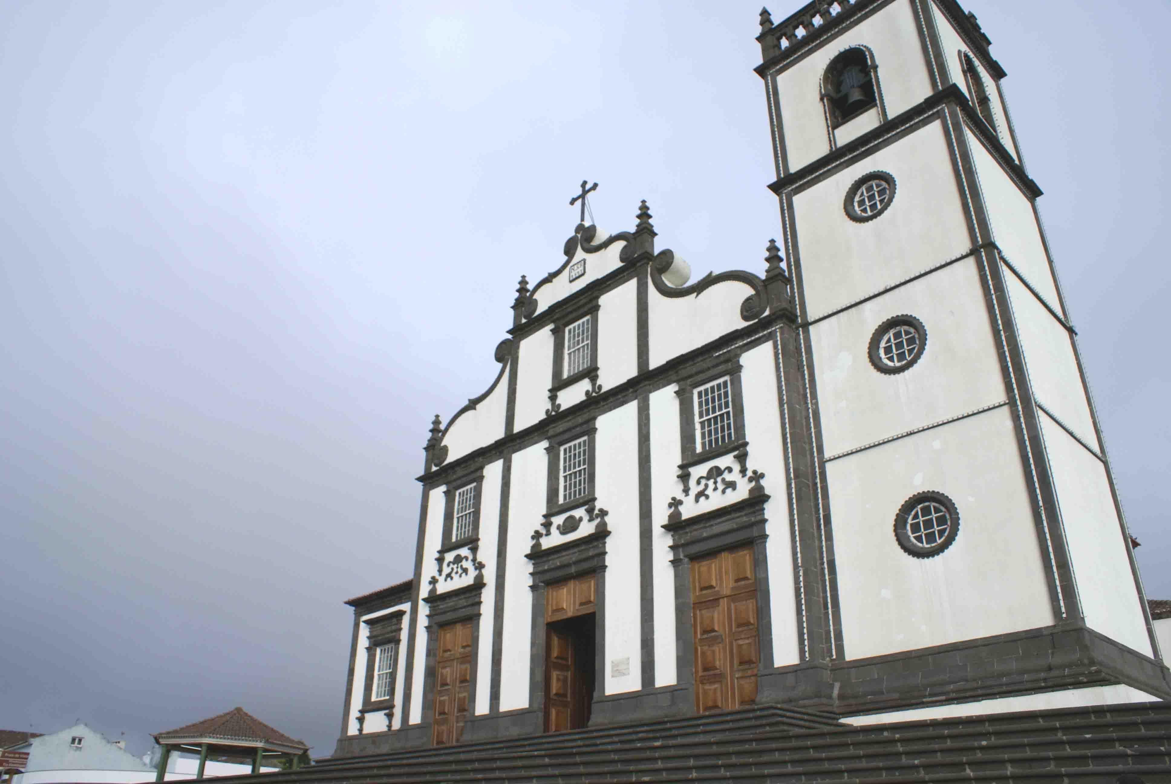 ... :Exterior da Igreja de Nossa Senhora do Rosário da Lomba da Maia.JPG