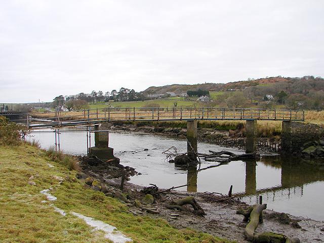 Footbridge over Afon Artro - geograph.org.uk - 1077339