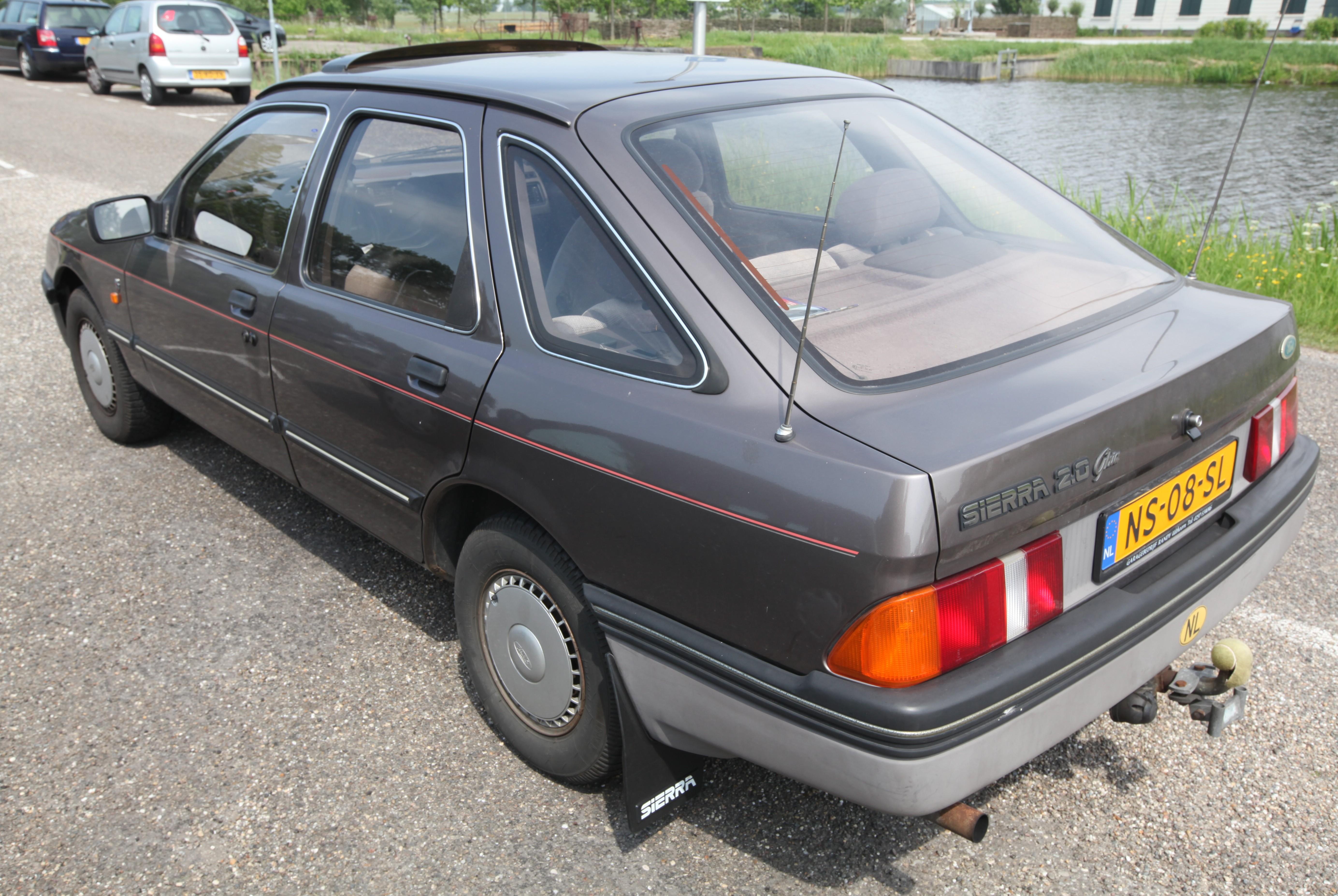 File:Ford Sierra 2.0 Ghia (1).jpg