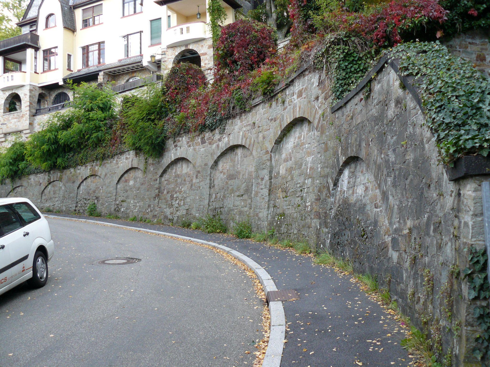 Datei:Friedrich-Lang-Straße 1-3 05 1911 Stützmauer.JPG – Wikipedia