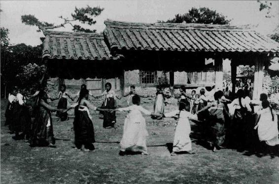 https://upload.wikimedia.org/wikipedia/commons/f/fc/Ganggangsullae_jindo.jpg