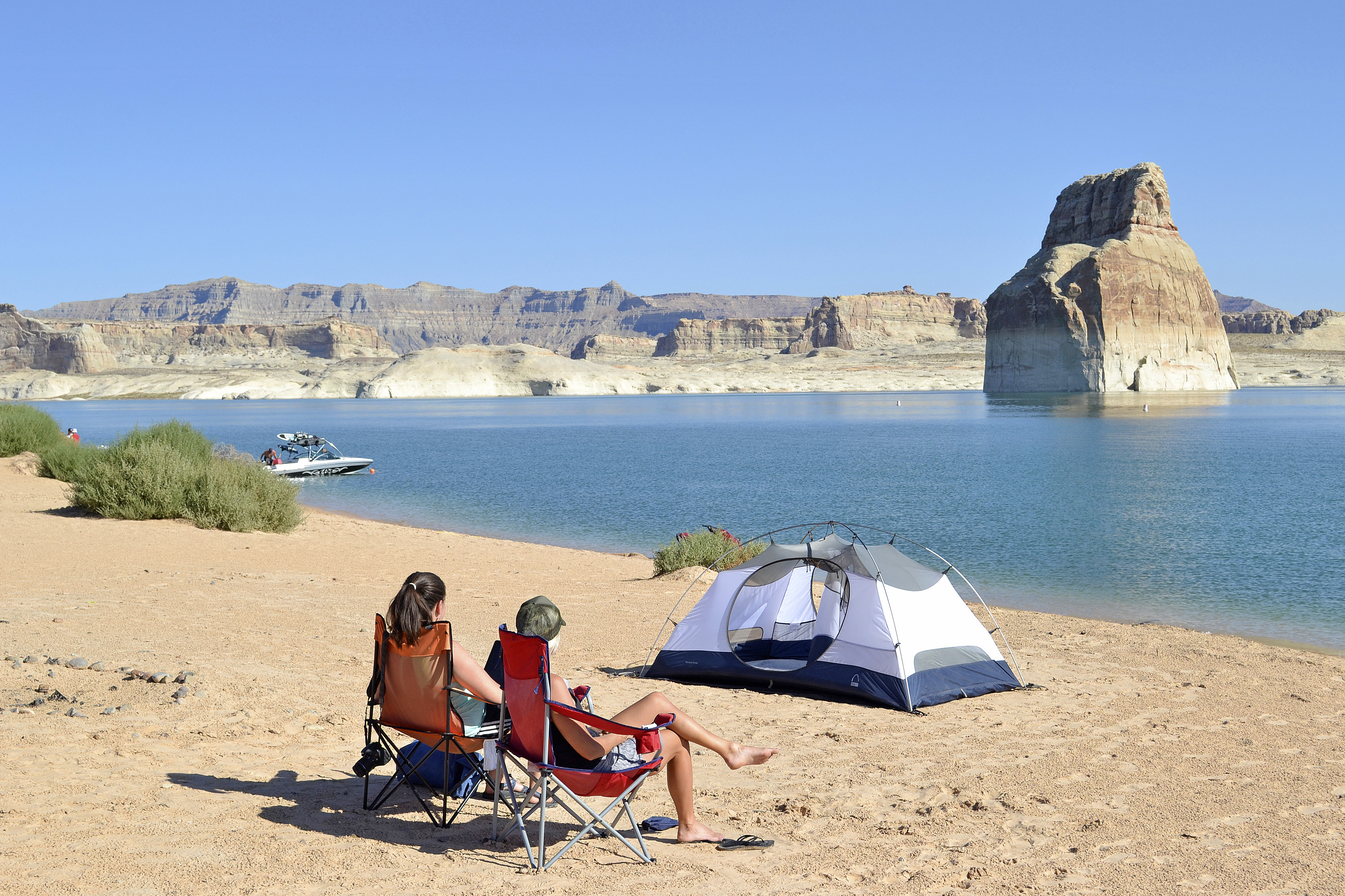 File Glen Canyon National Recreation Area Lake Powell Camping At Lone Rock Beach