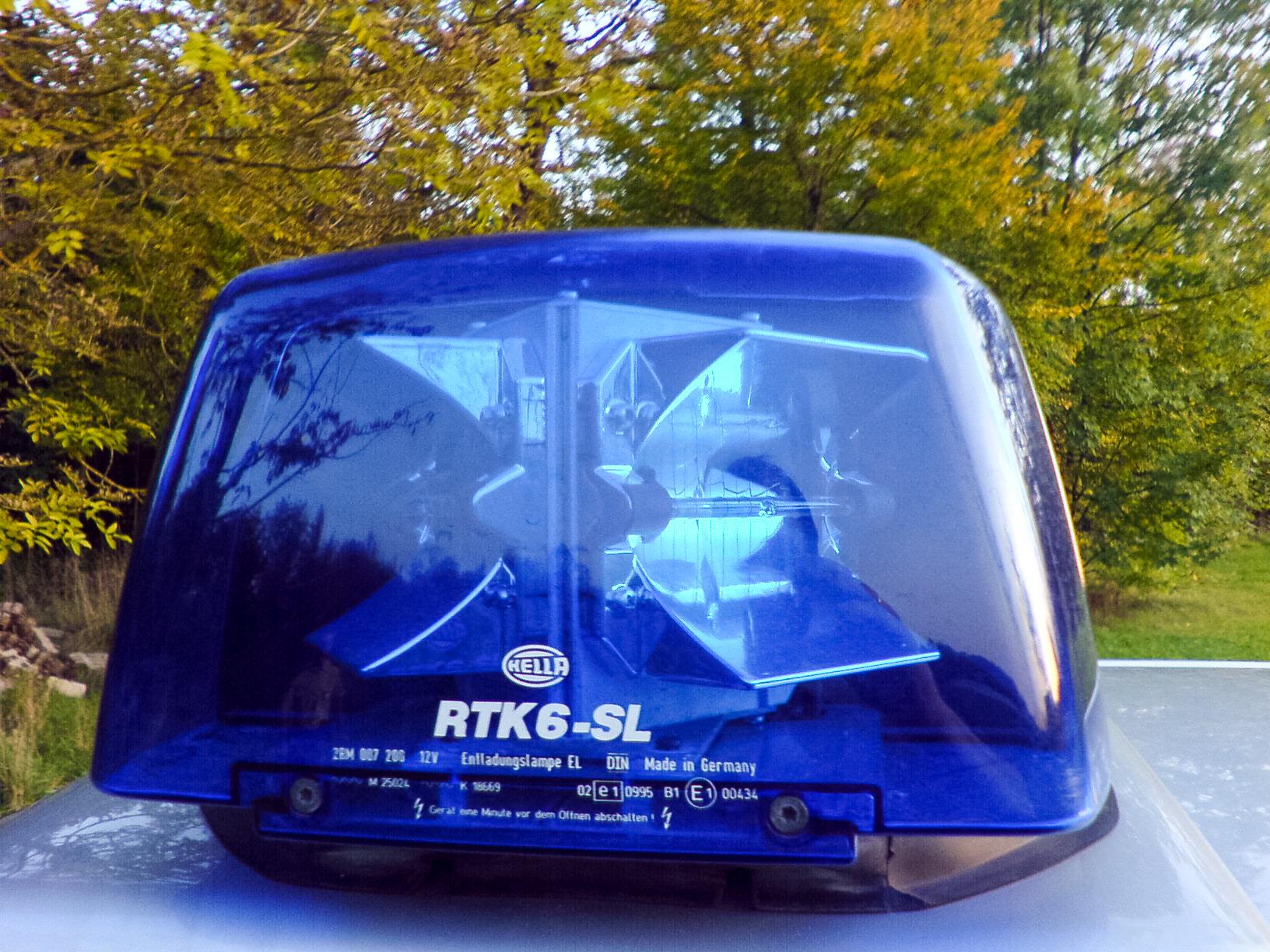 Hella RTK 6-SL mit Rinnenparabolblitz blau.JPG