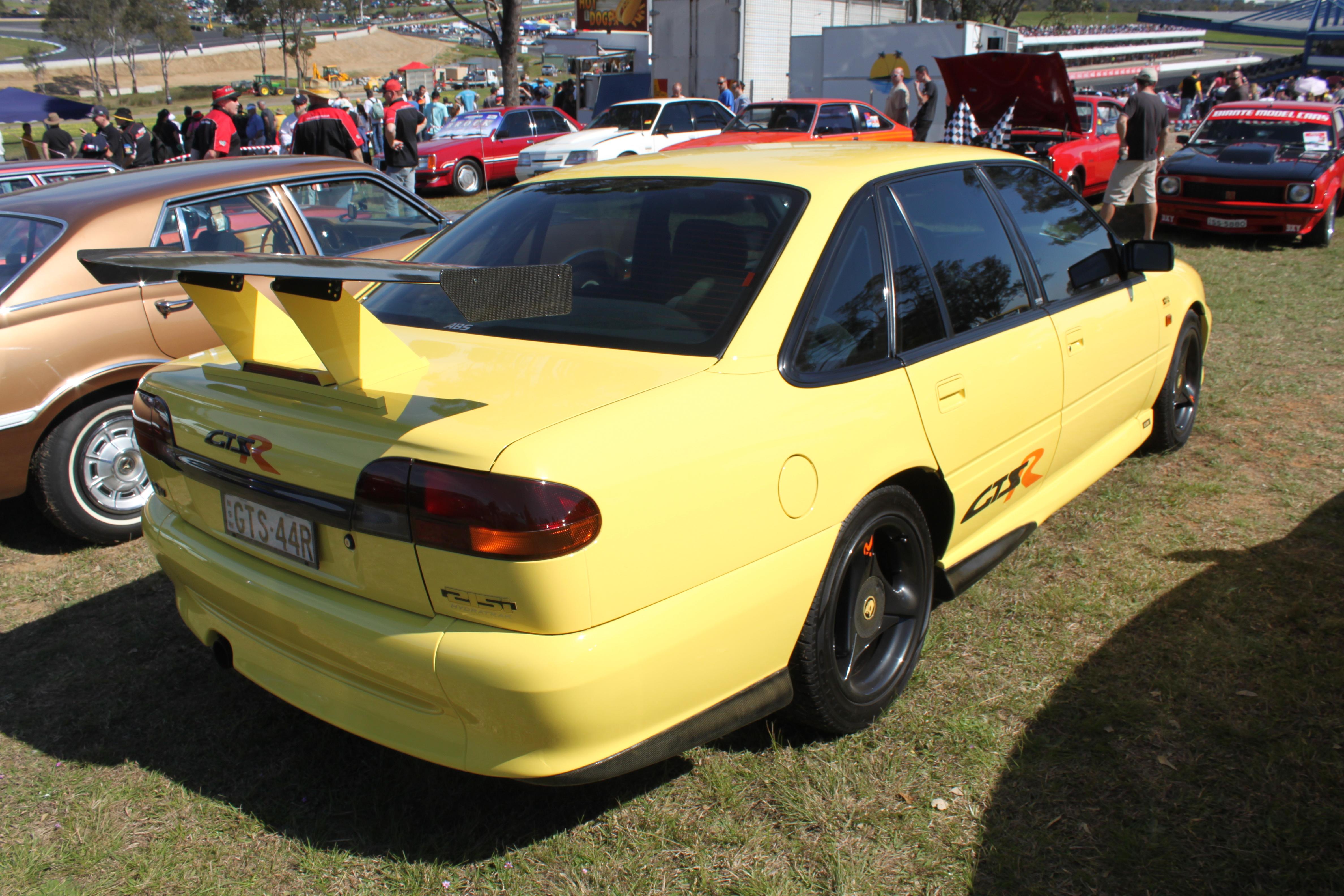 Holden Commodore Vs Wikipedia Upcomingcarshq Com