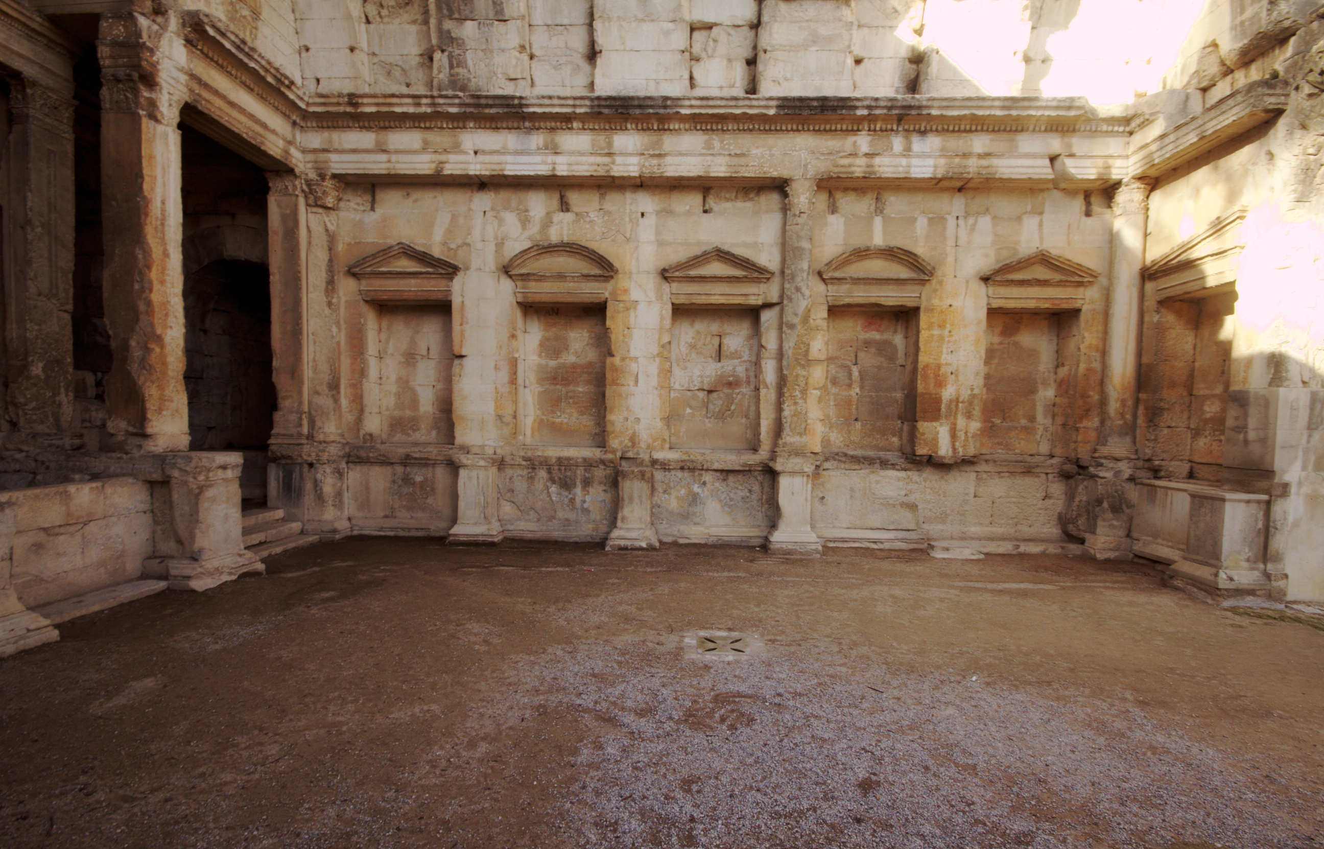 File interior temple of diana n mes wikimedia commons - Introir dijane ...