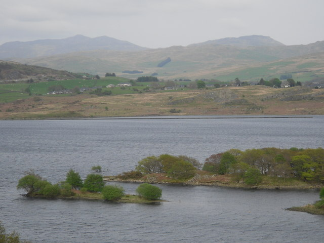 Islands on Llyn Trawsfynydd - geograph.org.uk - 1350932