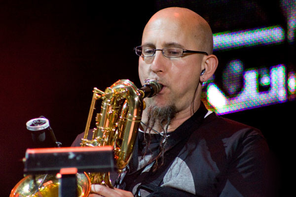 Photo of Jeff Coffin by Rodrigo Simas, CC BY-SA 2.0.
