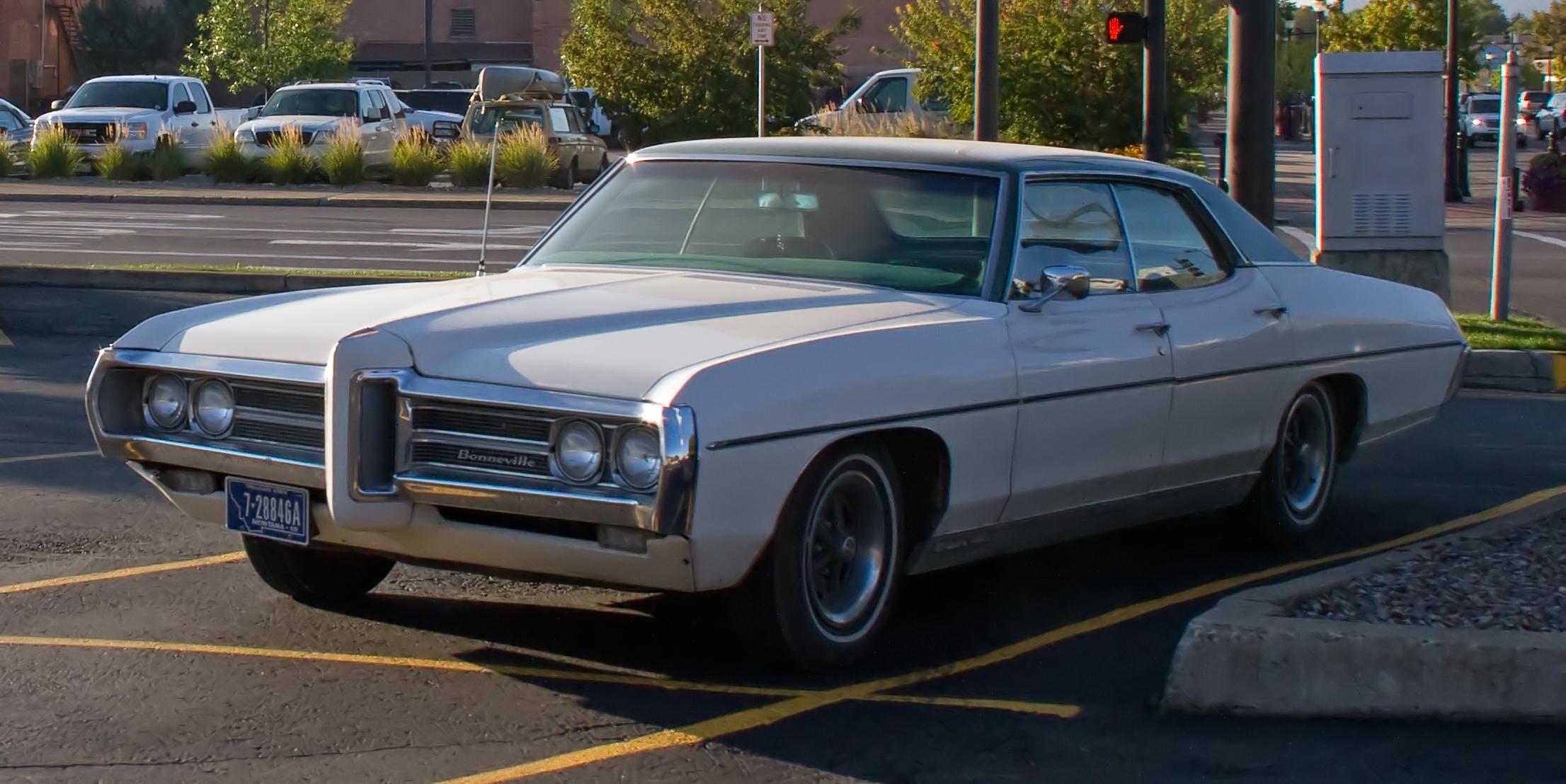 Filelate 60s Pontiac Bonneville 8051776257jpg Wikimedia Commons