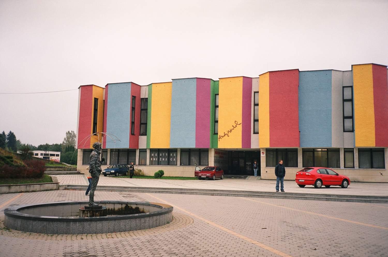 スロバキアの北東にあるウォーホルの美術館 Wikipediaより