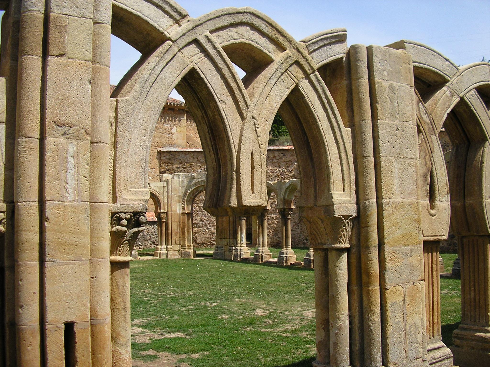 File:Monasterio de San Juan de Duero - Arcos 2.jpg - Wikimedia Commons