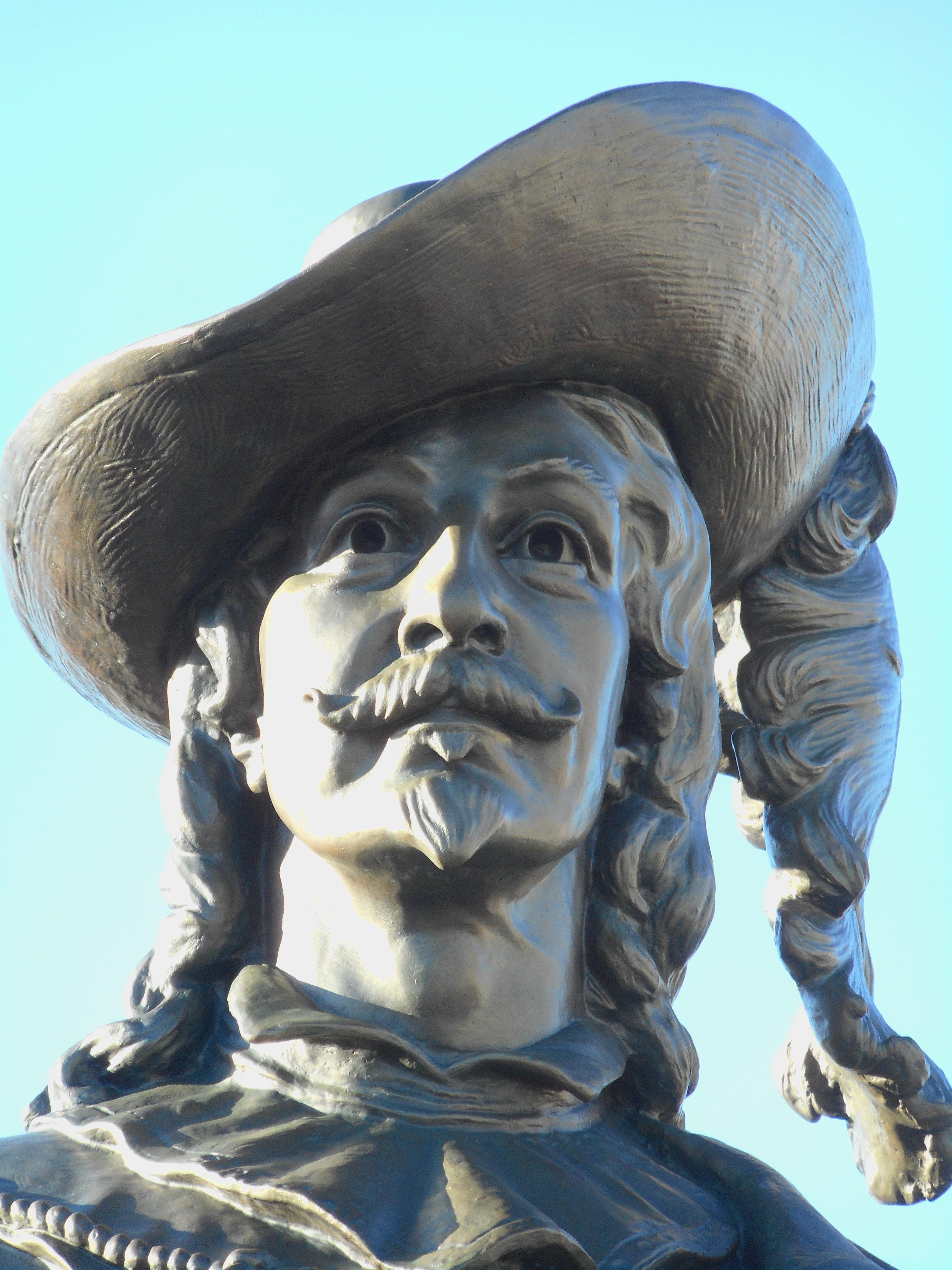 File:Monument de Pierre Du Gua de Monts 07a.jpg