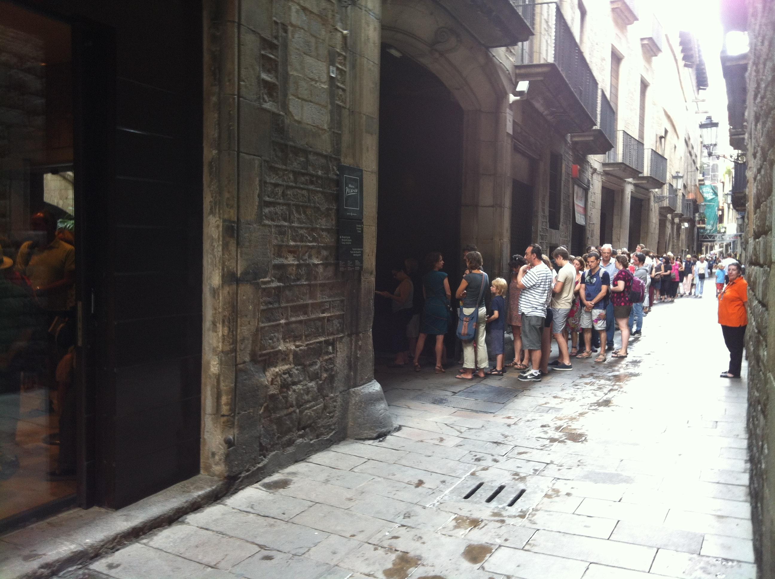 File:Museu Picasso Barcelona- queues (2).jpg