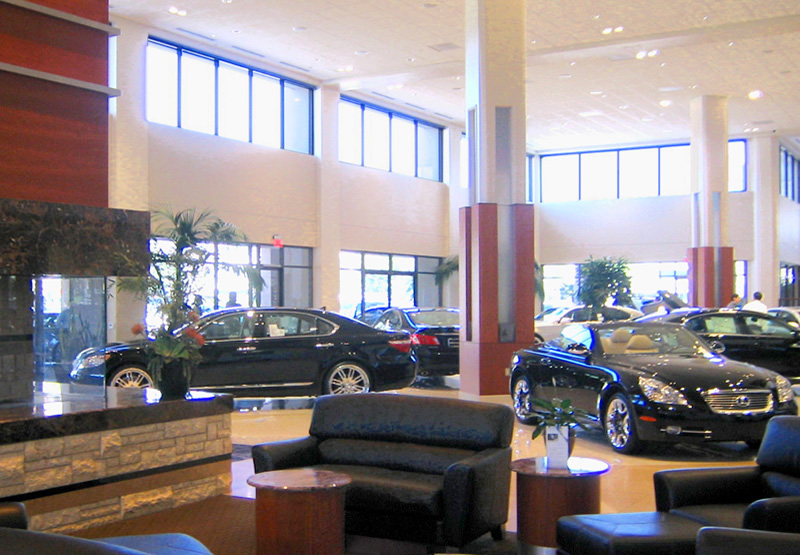 ファイル:Newport Lexus showroom.jpg