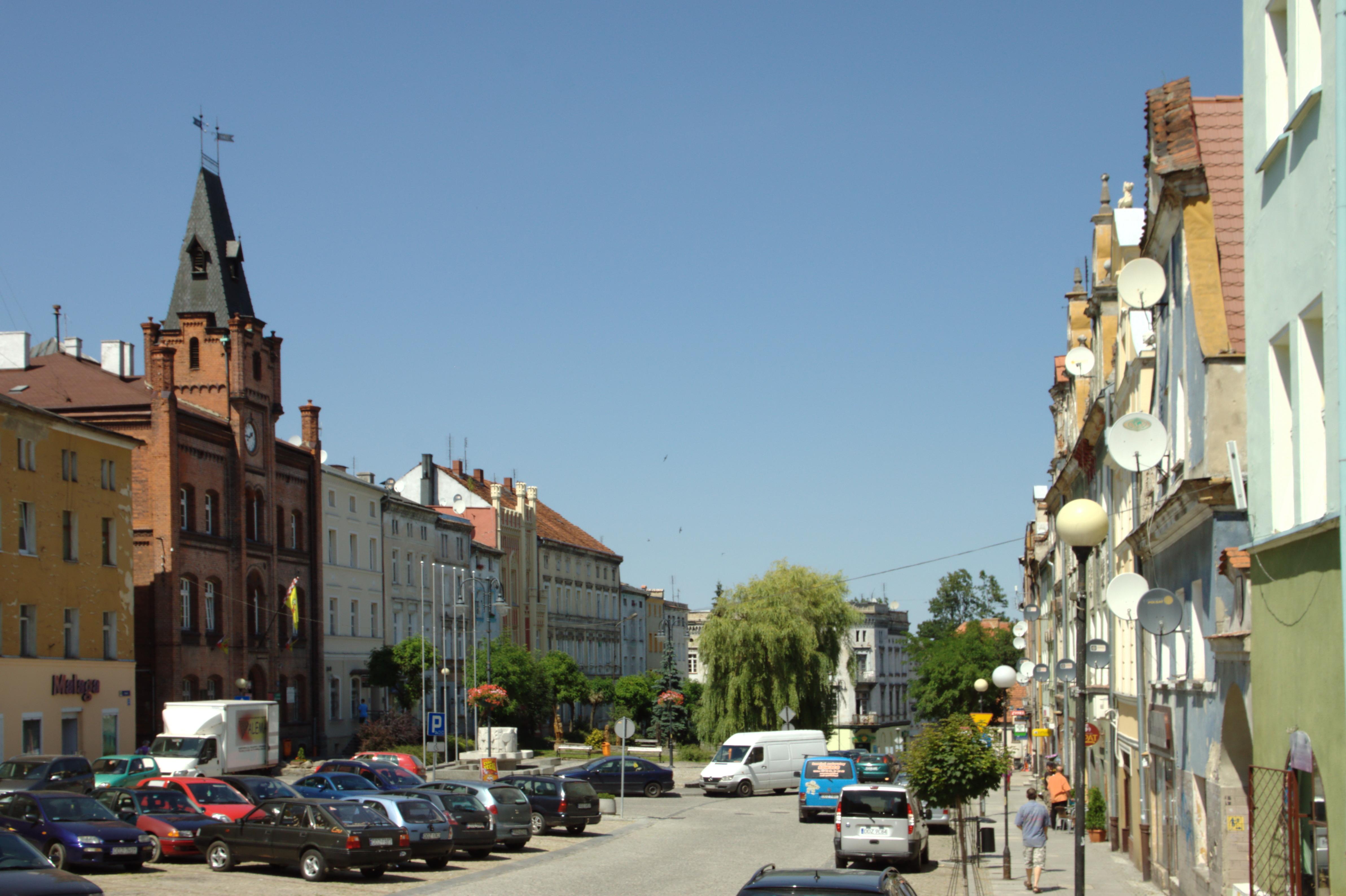 File:Niemcza, náměstí.jpg - Wikimedia Commons: commons.wikimedia.org/wiki/File:Niemcza,_náměstí.jpg