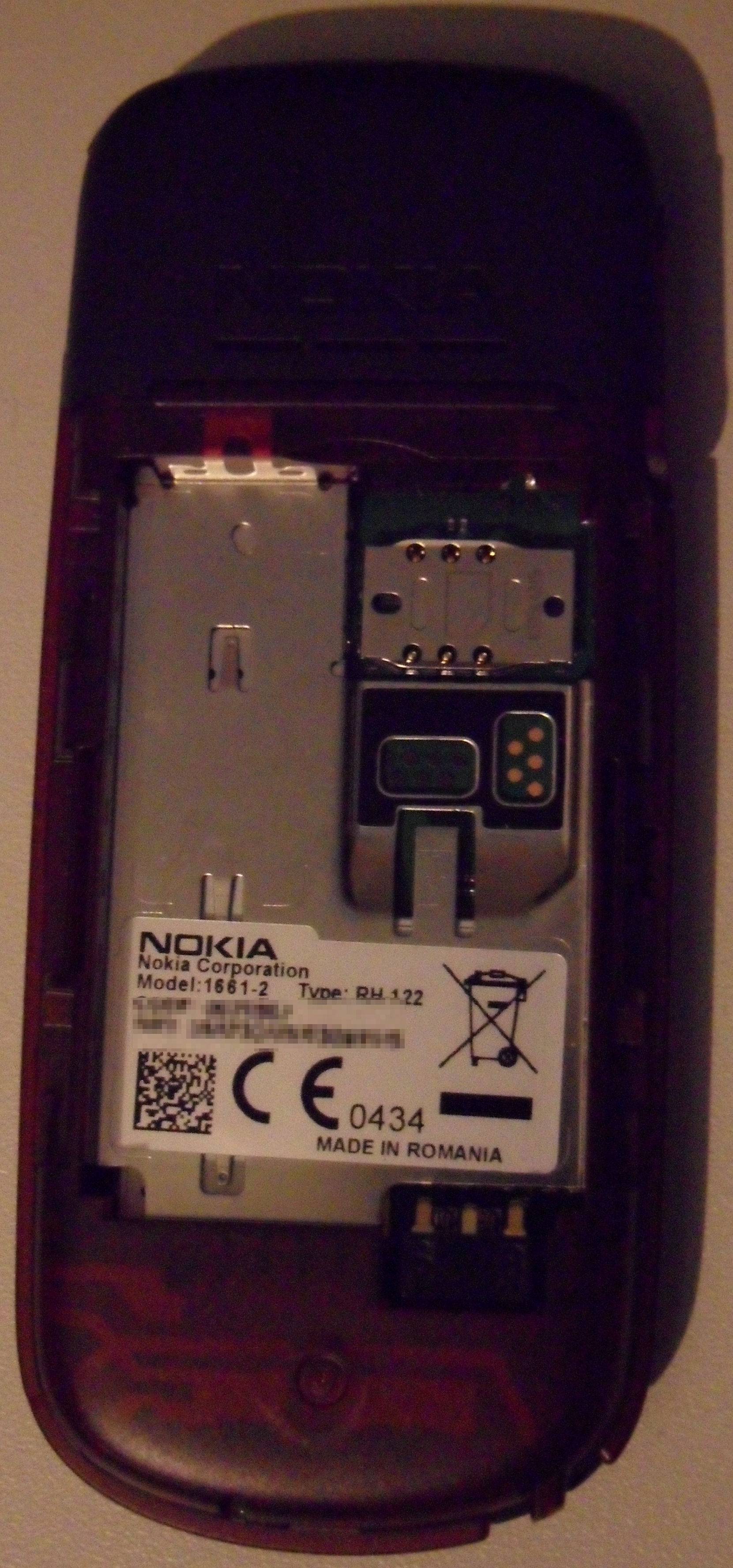 File:Nokia 1661 (back cover removed).jpg