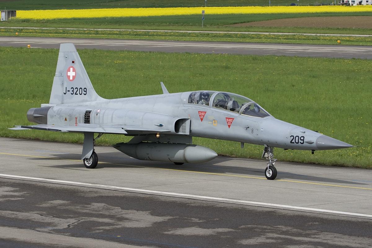 File:Northrop_F 5F_Tiger_II,_Switzerland_ _Air_Force_JP6842833 on Net Force
