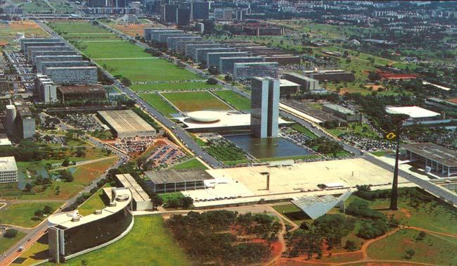 Praça dos Três Poderes em Brasília.jpg