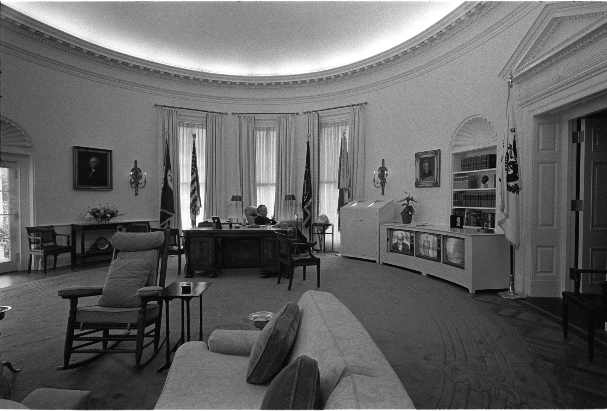 lbj oval office. File:President Johnson Watches TV In The Oval Office.jpg Lbj Office