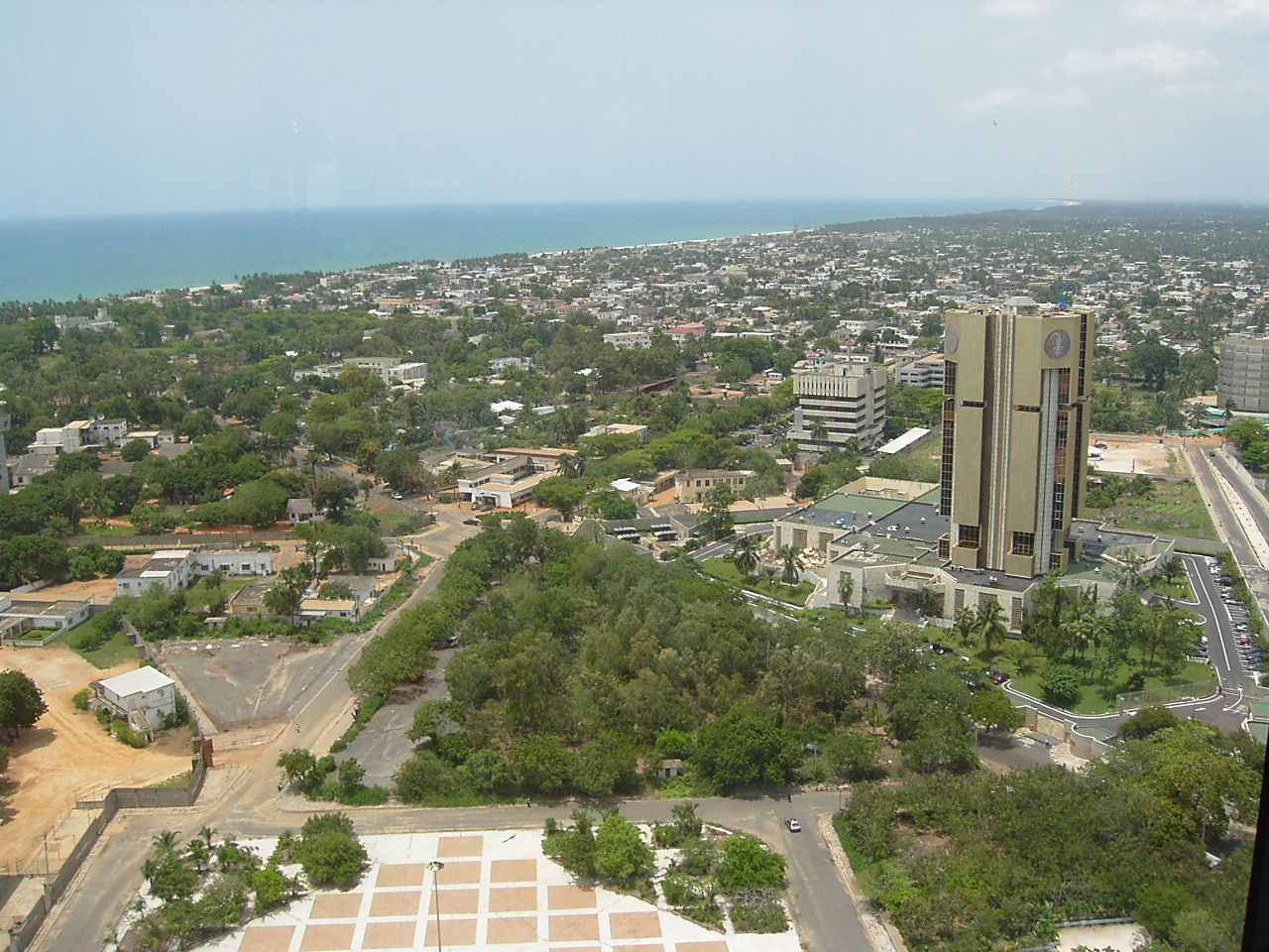 File:Quartier des administrations (Lomé, Togo).jpg - Wikimedia Commons