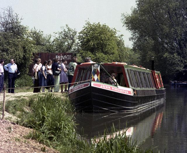 Queueing at Colt Hill Wharf, Basingstoke Canal - geograph.org.uk - 482553