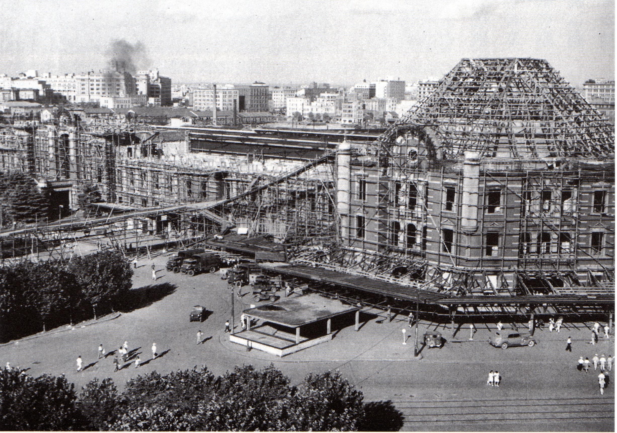 File:Reconstruction work of Tokyo station Marunouchi building.jpg - Wikimedia Commons