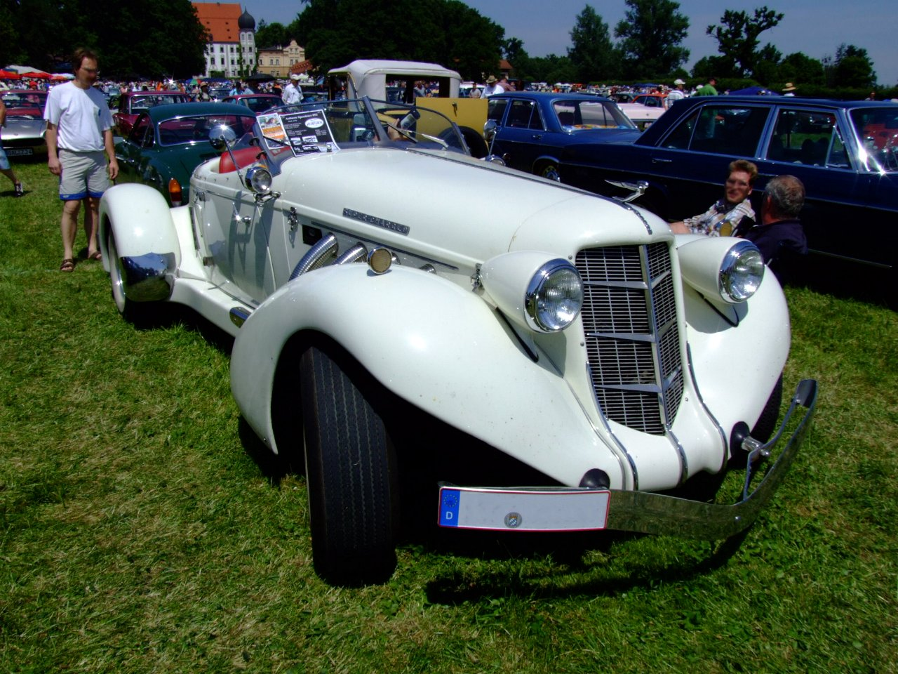 File:Replica of Auburn 852 Speedster 1.jpg