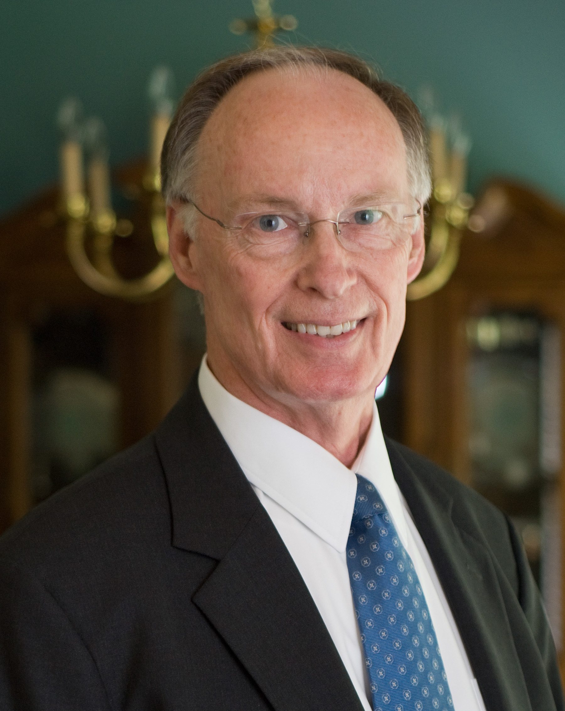 The 77-year old son of father (?) and mother(?) Robert Bentley in 2020 photo. Robert Bentley earned a million dollar salary - leaving the net worth at 3 million in 2020