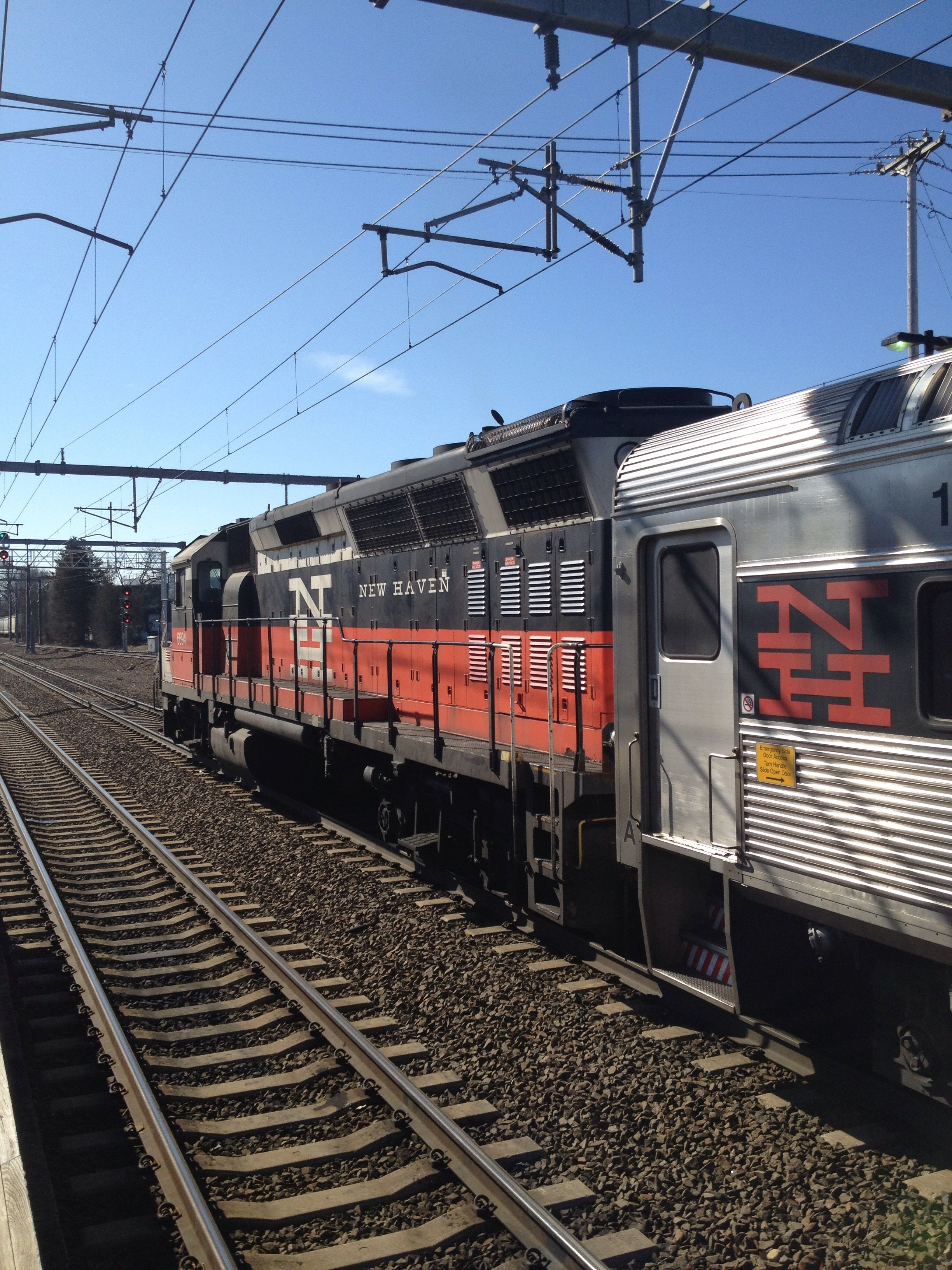 file shore line east train at old saybrook jpg wikimedia commons