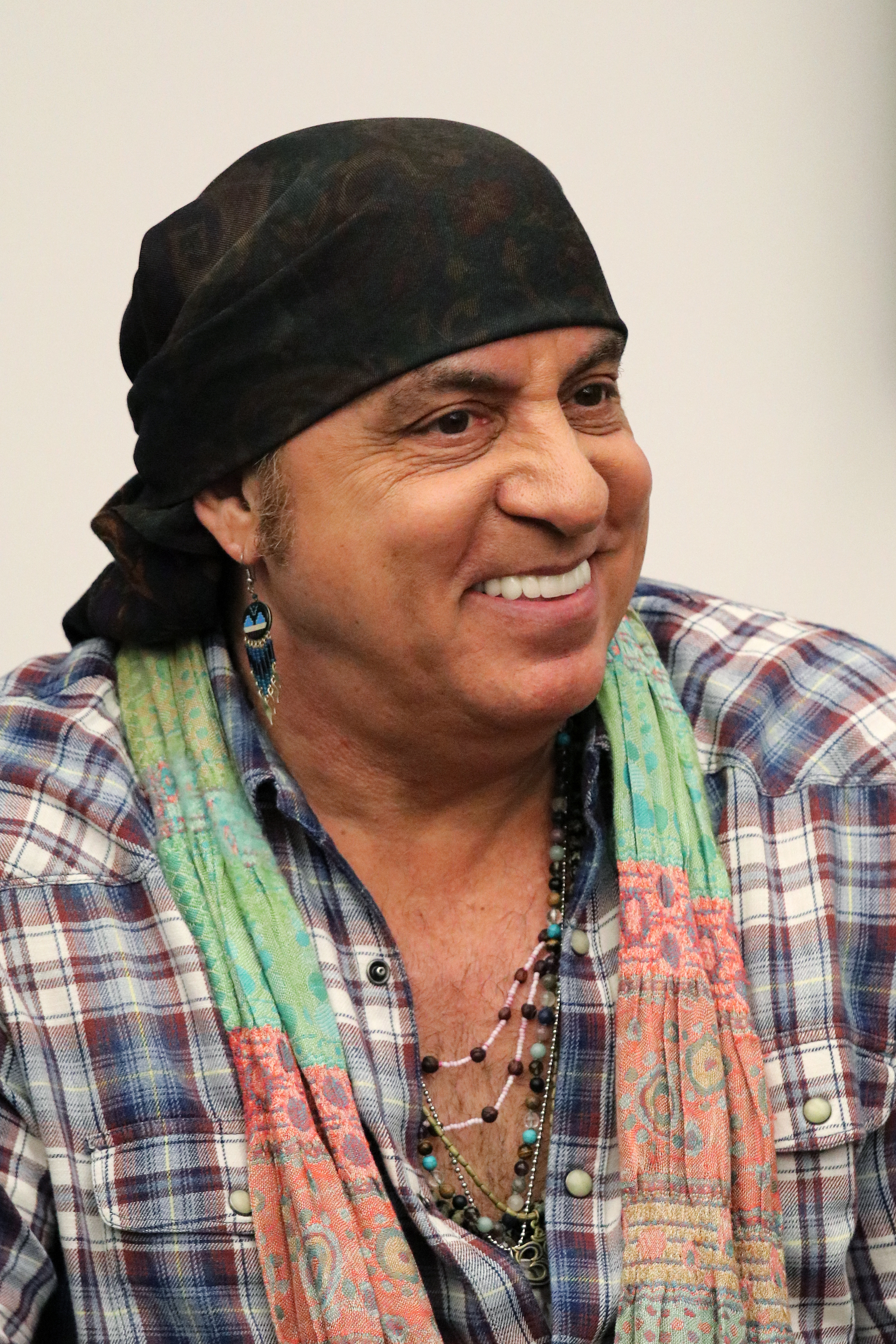 The 67-year old son of father William Van Zandt and mother  Mary Lento Steven Van Zandt in 2018 photo. Steven Van Zandt earned a  million dollar salary - leaving the net worth at 80 million in 2018