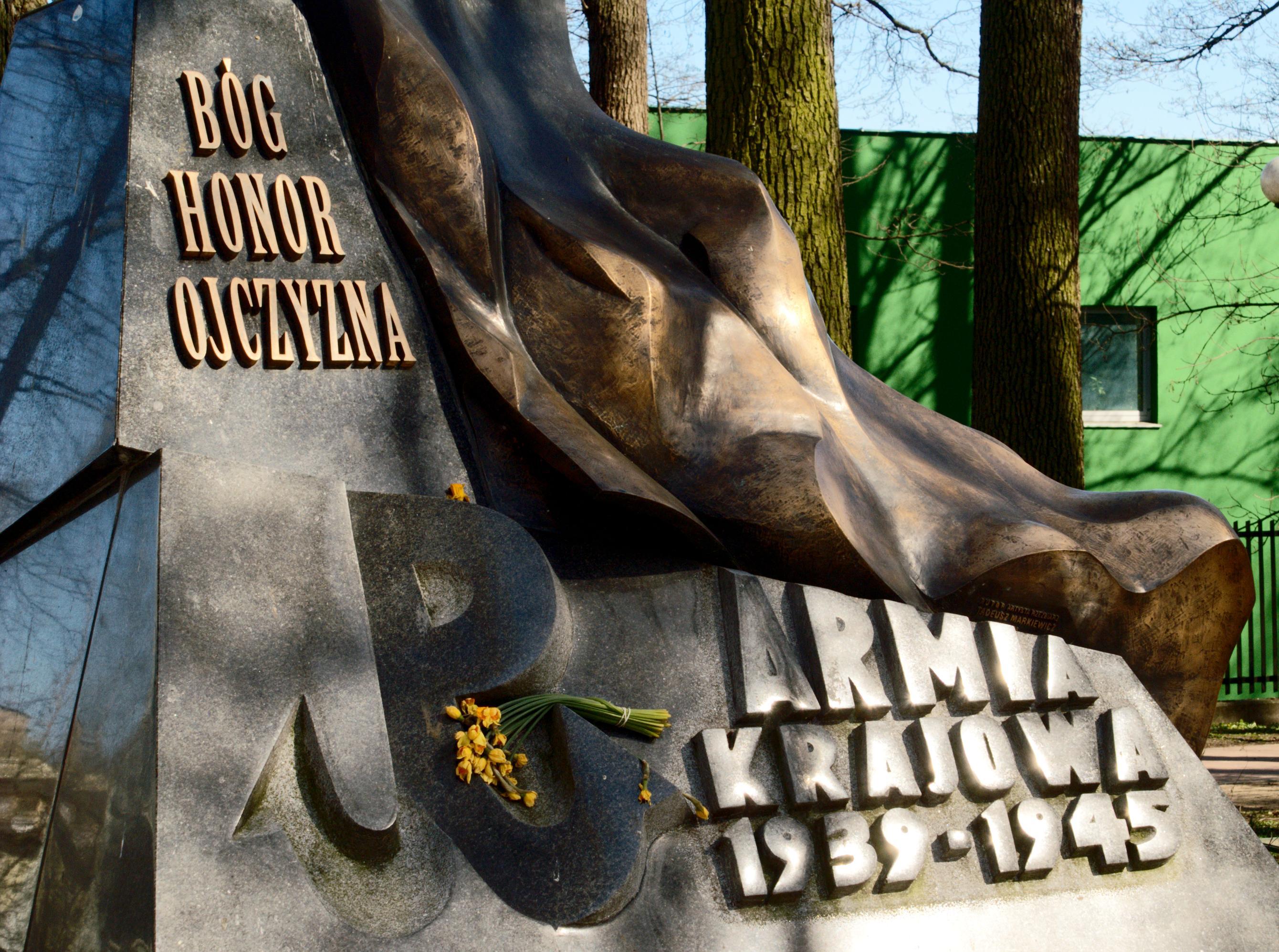 Pomnik AK w Sopocie w parku im. sanitariuszki Inki