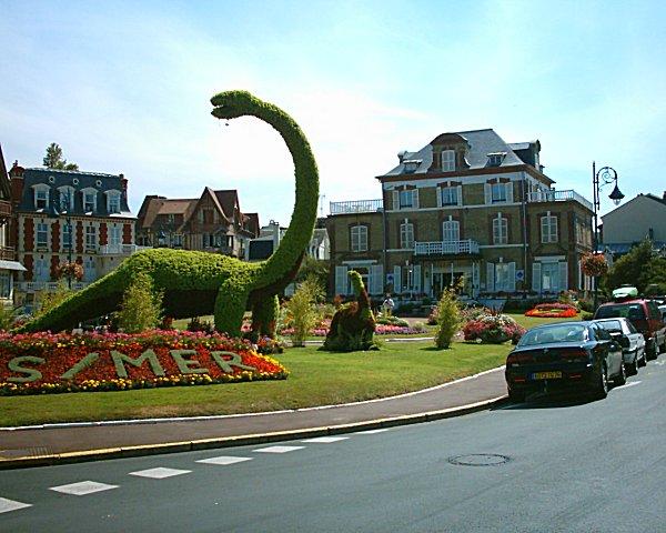 File villers sur mer le dinosaure et office de tourisme 06 08 wikimedia commons - Office de tourisme verneuil sur avre ...