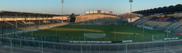 http://upload.wikimedia.org/wikipedia/commons/f/fc/Vue_panoramique_stade_jean_bouin.jpg